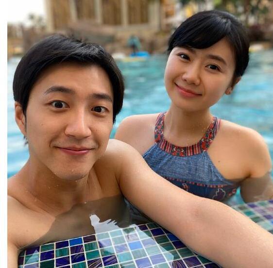 福原爱晒泳装照:容颜如少女 人妻气质满满
