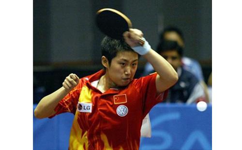 弧圈球在乒乓球技术中具有举足轻重的作用