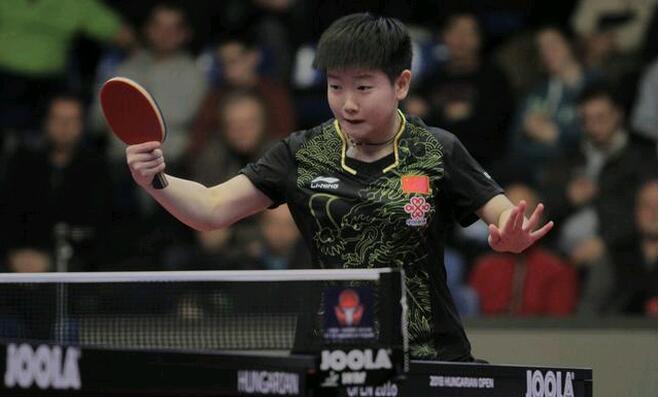 国乒新魔王孙颖莎三局均以11:1战胜对手